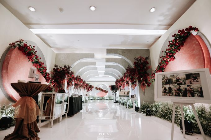 Wedding of Agung & Keyshalla at Trans Convention Center by Valentine Wedding Decoration - 021