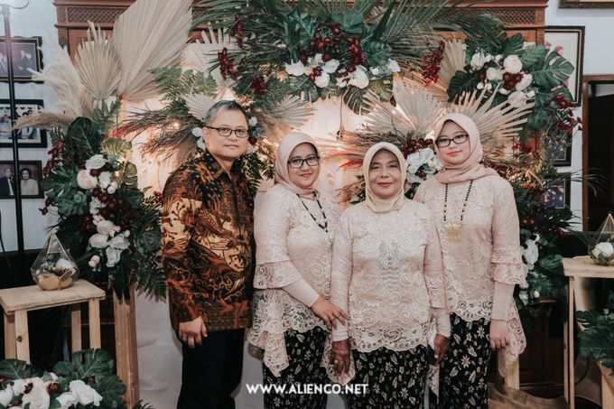 The Engagement of Andari & Fatahillah by alienco photography - 017