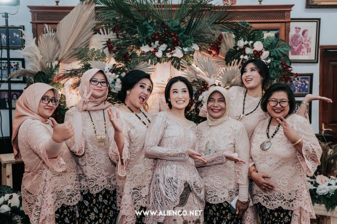 The Engagement of Andari & Fatahillah by alienco photography - 019