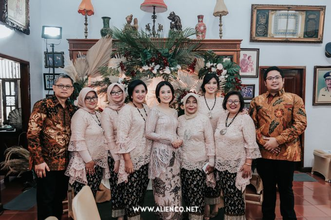 The Engagement of Andari & Fatahillah by alienco photography - 020