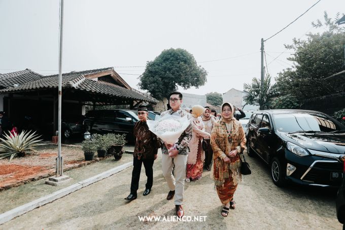 The Engagement of Andari & Fatahillah by alienco photography - 022