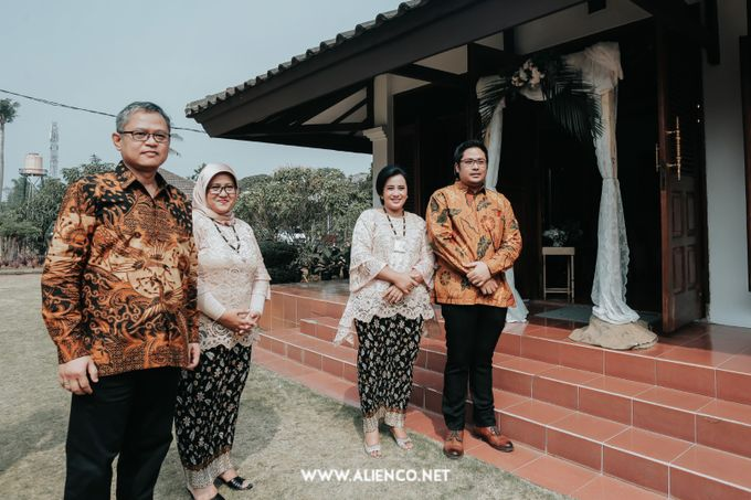 The Engagement of Andari & Fatahillah by alienco photography - 023