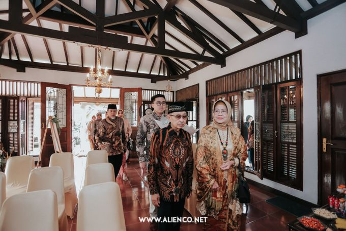 The Engagement of Andari & Fatahillah by alienco photography - 025