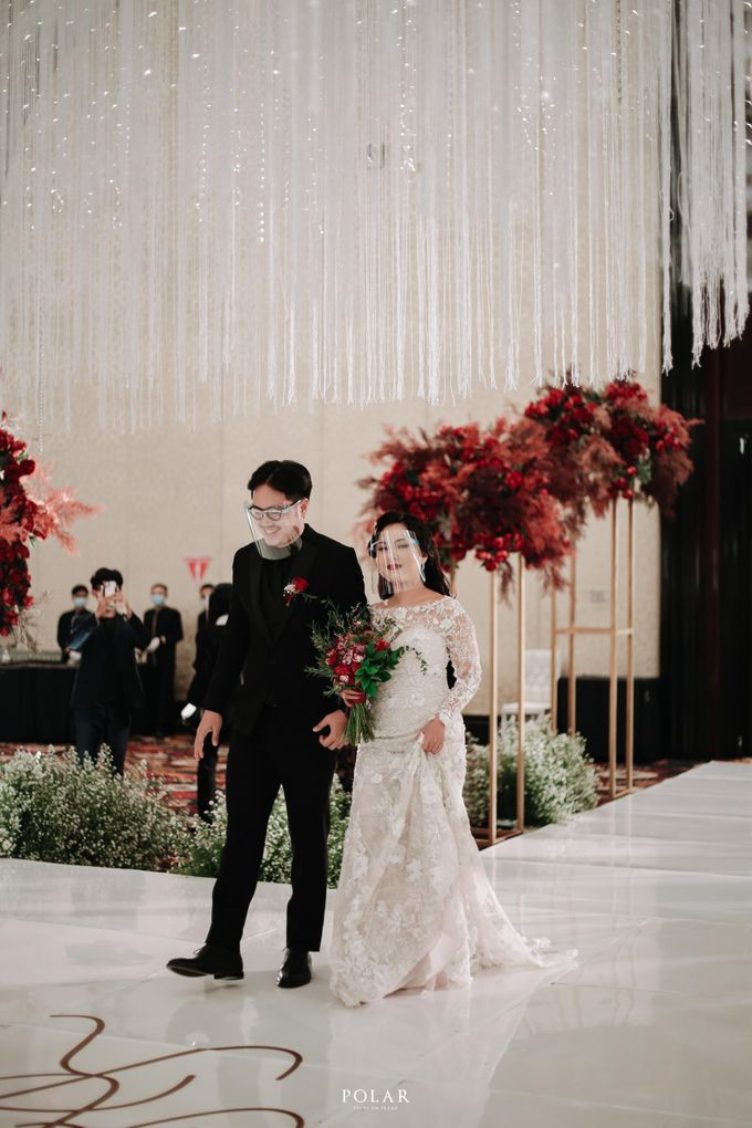 Wedding of Agung & Keyshalla at Trans Convention Center by Valentine Wedding Decoration - 023