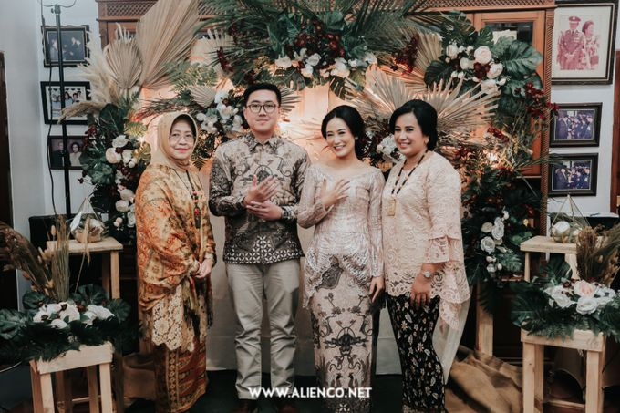 The Engagement of Andari & Fatahillah by alienco photography - 027