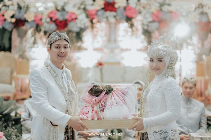 THE WEDDING OF ANGGI & iNDRA by alienco photography - 017