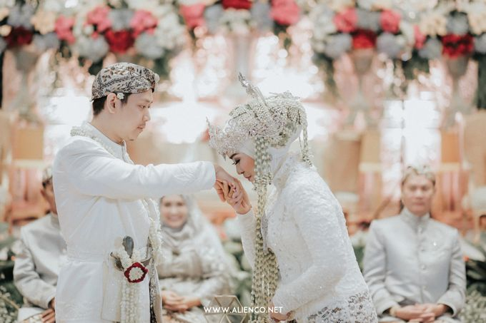 THE WEDDING OF ANGGI & iNDRA by alienco photography - 019