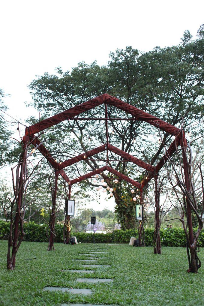 WULAN & ADJI by Raffles Hills Cibubur - On Green Garden Venue - 006