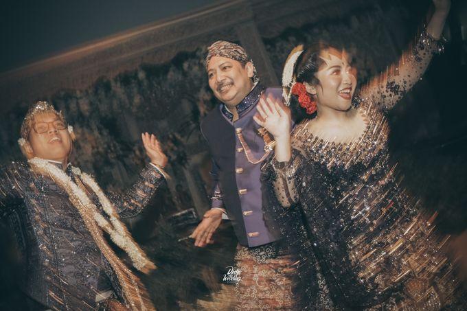The Ballroom XXI | Vania & Erlangga by diskodiwedding - 005