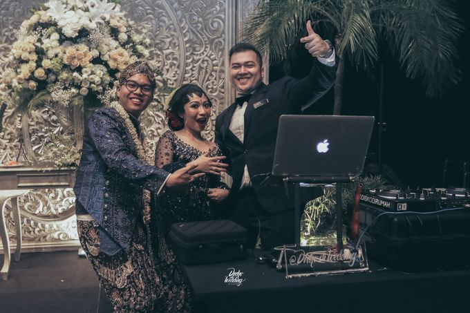 The Ballroom XXI | Vania & Erlangga by diskodiwedding - 009