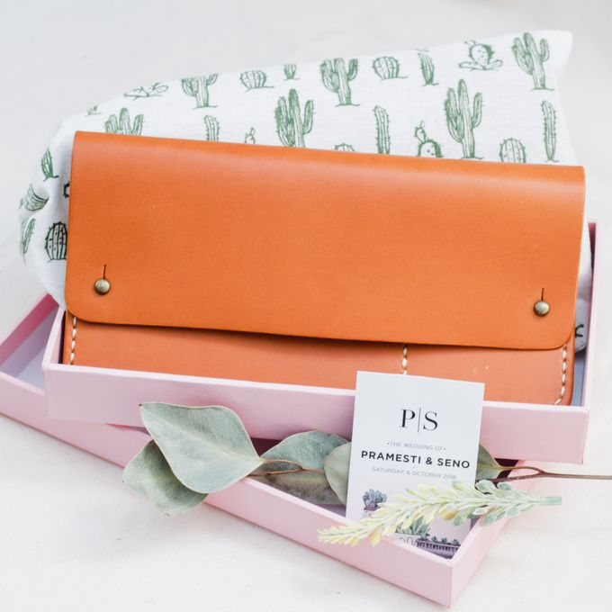 Pramesti & Seno - Travel Wallet by Rove Gift - 001