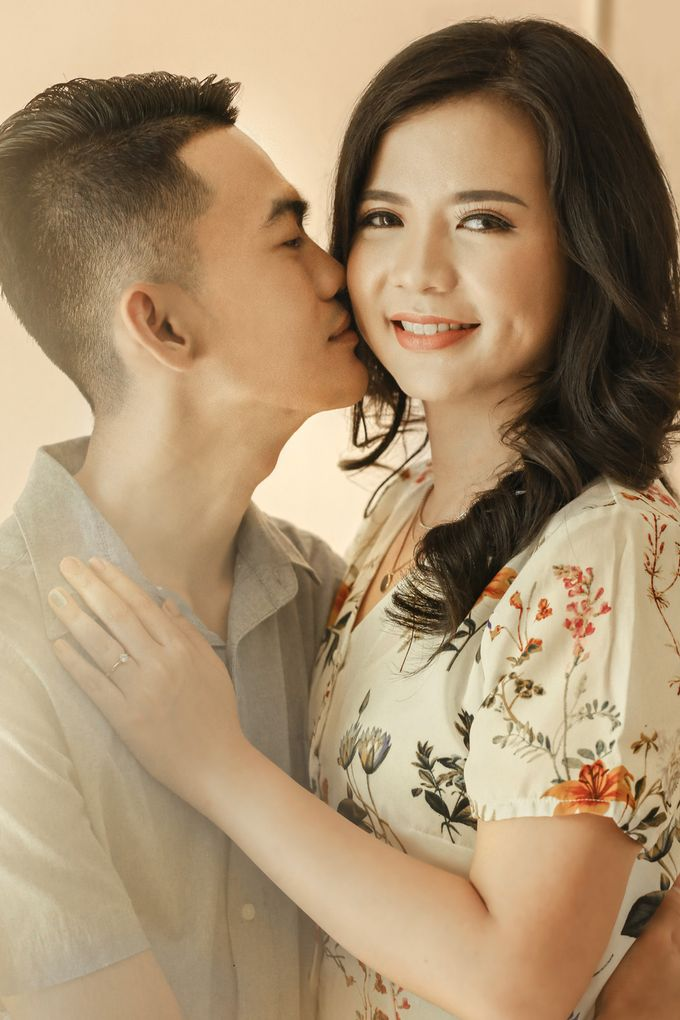 Studio Prewedding - Ana & Ezral by Willie William Photography - 006