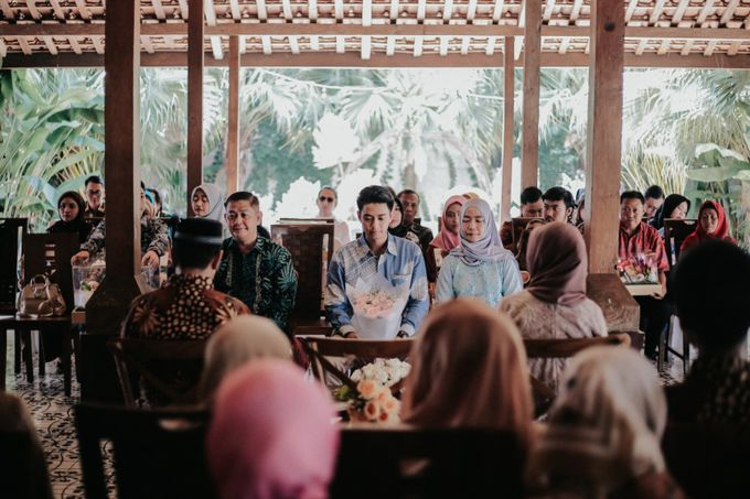 The Engagement of Melly & Wisnu by alienco photography - 050