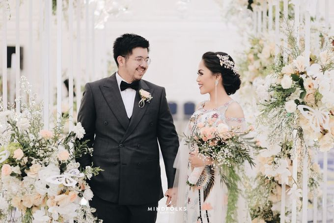 Compilation of White Themed Wedding by Skenoo Hall Emporium Pluit by IKK Wedding - 007
