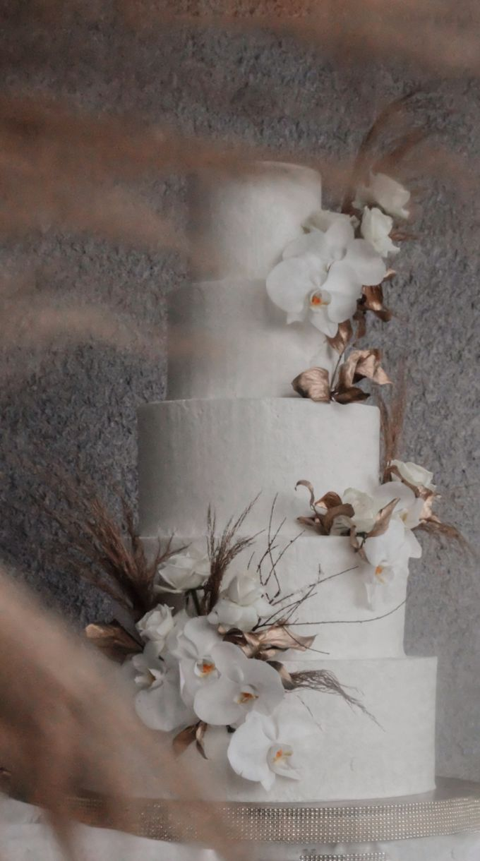 orchid and pampas by KAIA Cakes & Co. - 003