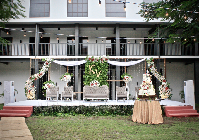 Kelly & Vioren At Gedung Arsip by indodecor - 004
