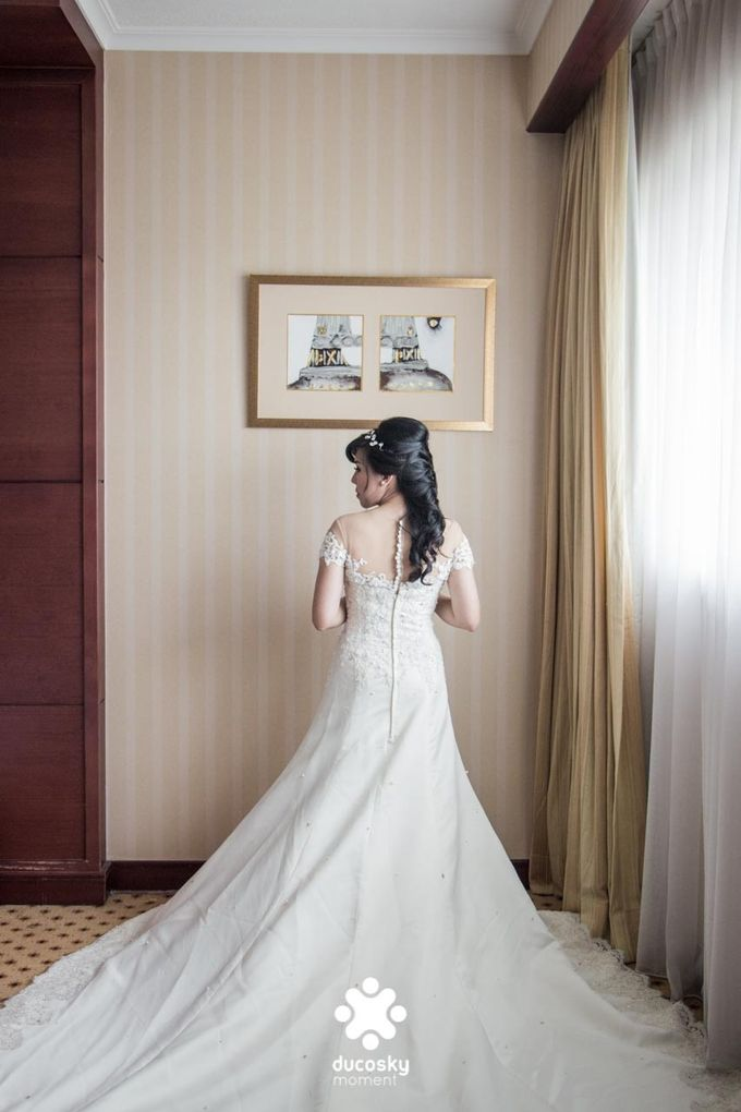 Indra Astrell Wedding | The Morning by Tracy Bridal House - 011