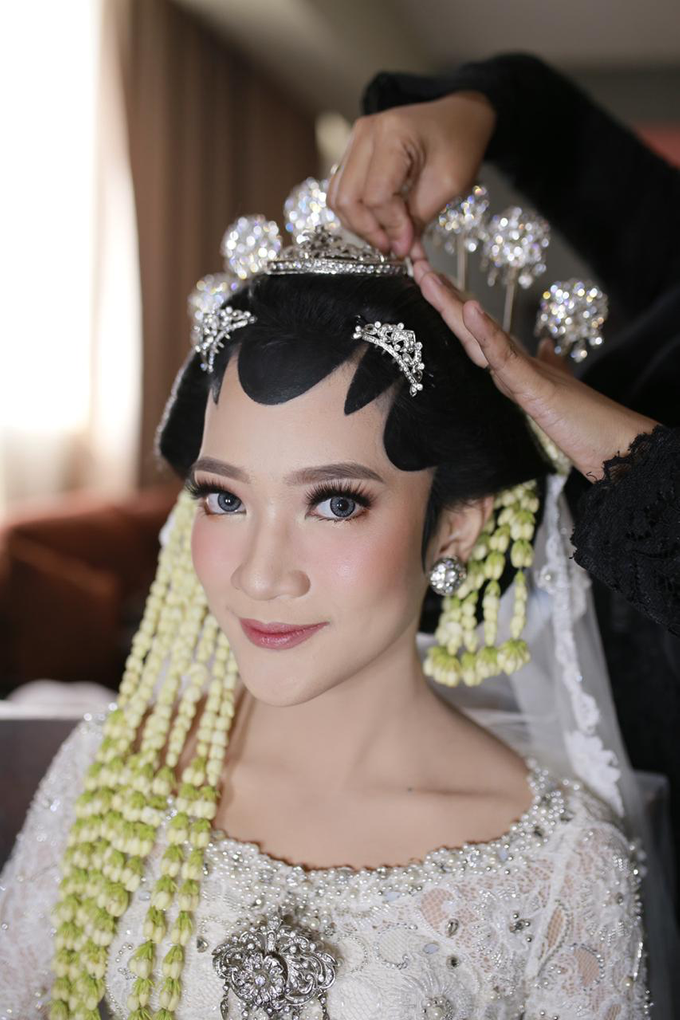 The wedding of Devina & Akbar by Ambar Paes Traditional Wedding Make Up - 002