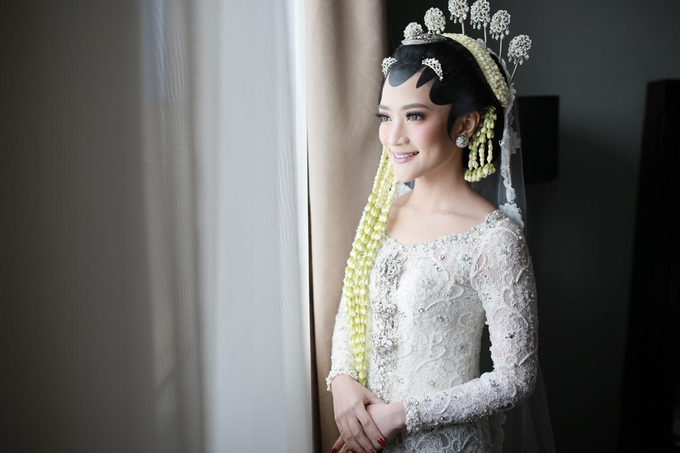 The wedding of Devina & Akbar by Ambar Paes Traditional Wedding Make Up - 001
