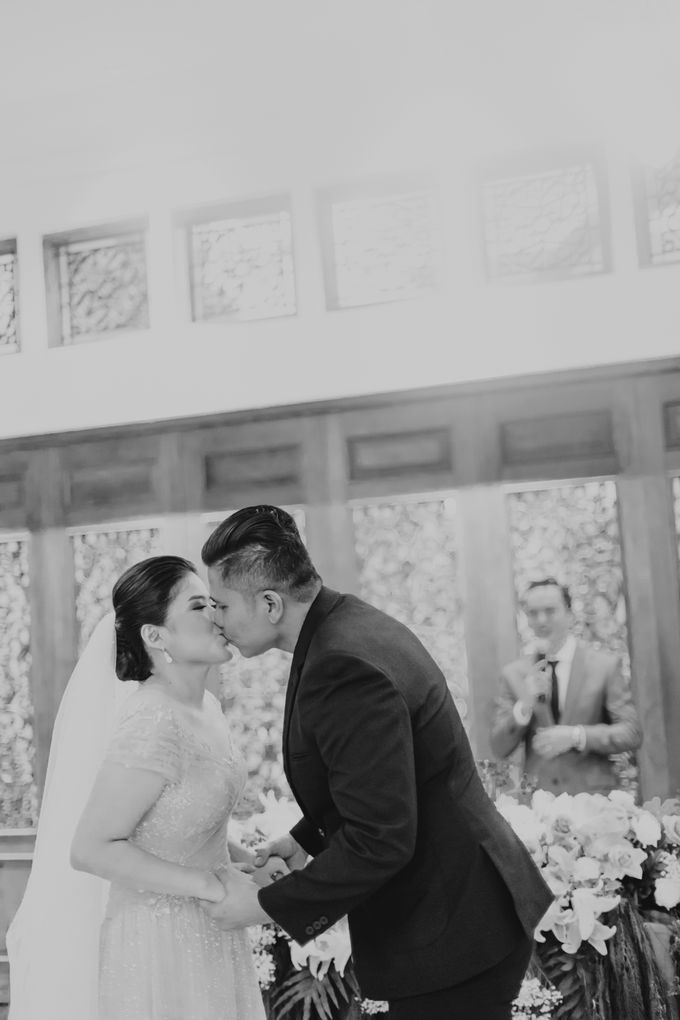John & Merry Intimate Wedding Celebration by Iris Photography - 039