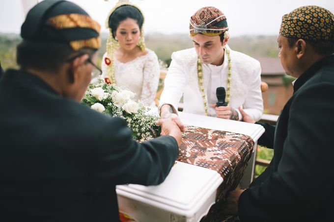 Javanese Traditional Wedding of Indonesian & Italian Nationalities in Bali by fire, wood & earth - 020
