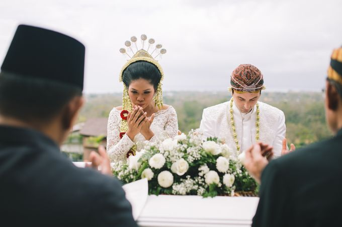 Javanese Traditional Wedding of Indonesian & Italian Nationalities in Bali by fire, wood & earth - 021