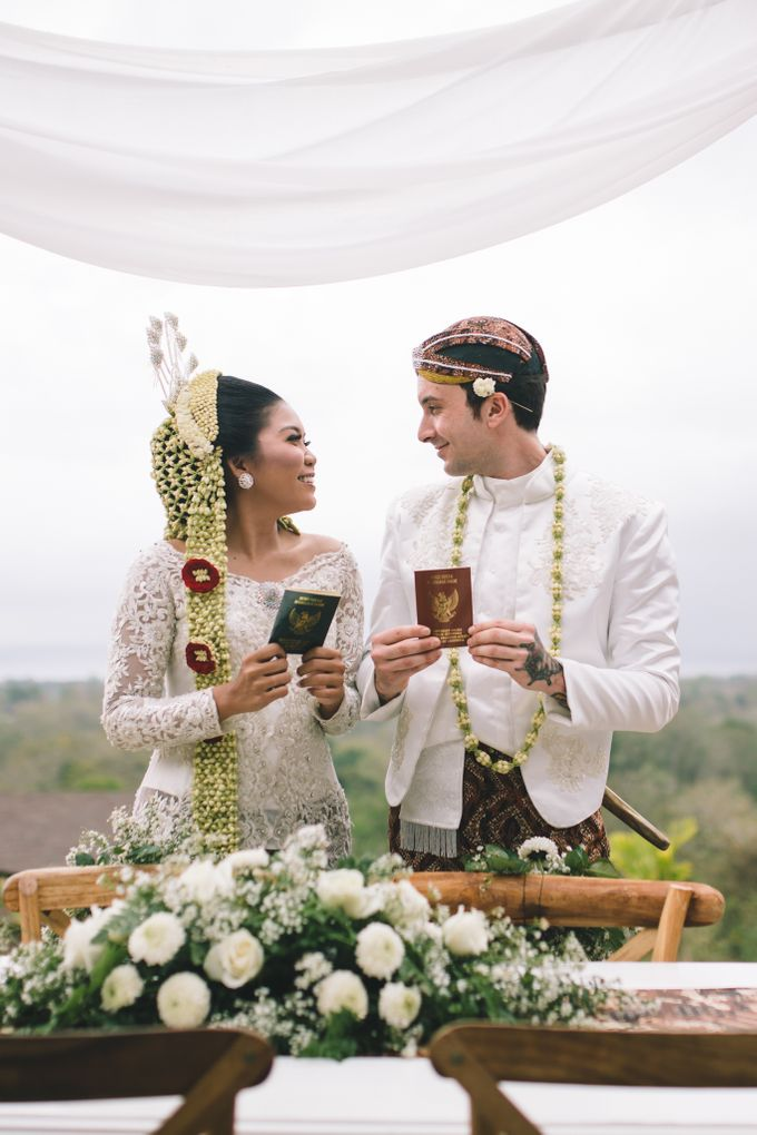 Javanese Traditional Wedding of Indonesian & Italian Nationalities in Bali by fire, wood & earth - 023