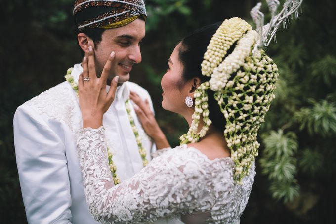 Javanese Traditional Wedding of Indonesian & Italian Nationalities in Bali by fire, wood & earth - 033