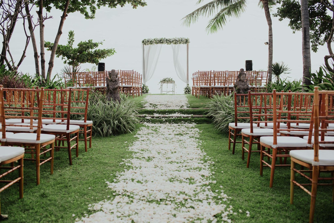 Kris and Bunga Wedding by It's True Wedding Planner and Decoration - 014