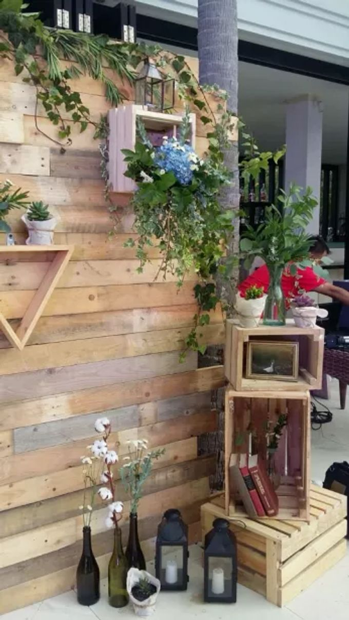 RUSTIC BACKDROP PHOTOBOOTH by It's True Wedding Planner and Decoration - 003