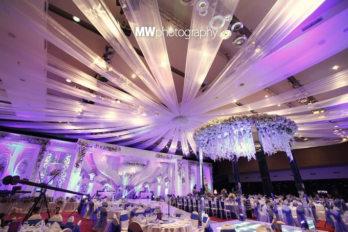 Beautiful Wedding at Mercure Hotel Surabaya by Five Stars Wedding Organizer by GOTAN Dance Project - 011