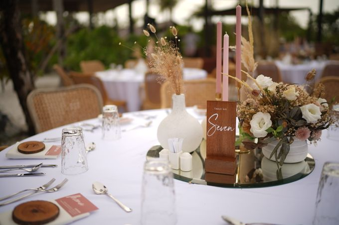 Adipati Dolken & Canti Tachril Beach Wedding by GLOW LIGHT - 001