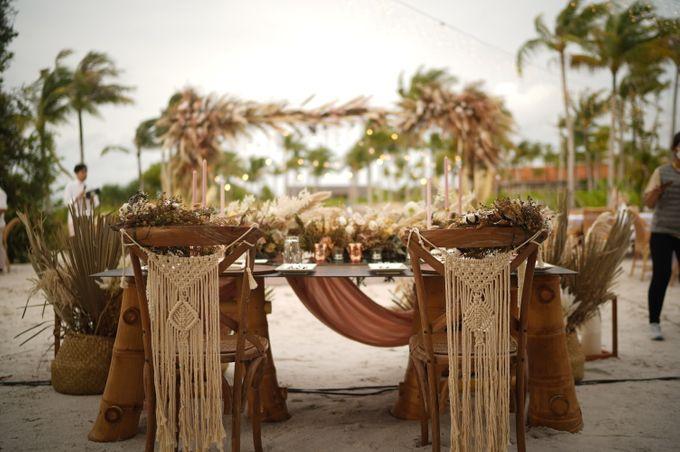 Adipati Dolken & Canti Tachril Beach Wedding by GLOW LIGHT - 003