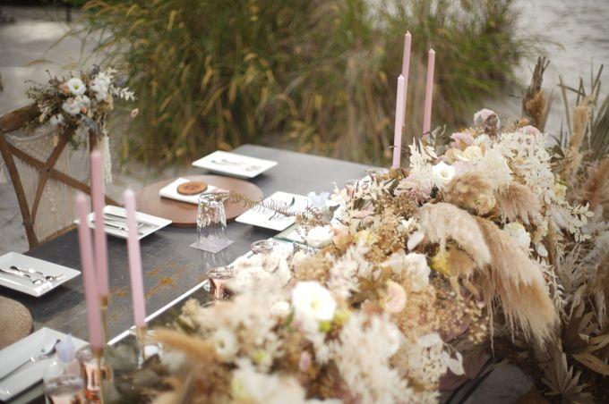 Adipati Dolken & Canti Tachril Beach Wedding by GLOW LIGHT - 004