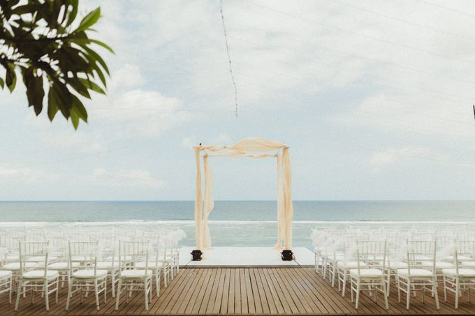 Modern Botanical Wedding of James & Dyah at Villa OMG Bali by PYARA - 004