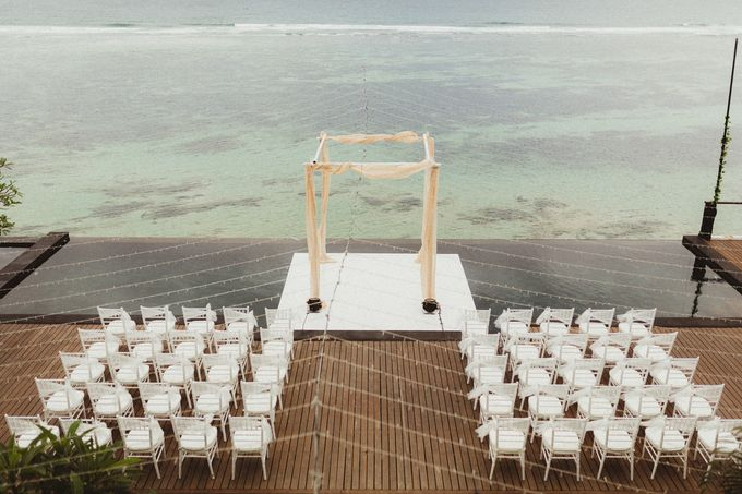Modern Botanical Wedding of James & Dyah at Villa OMG Bali by PYARA - 005