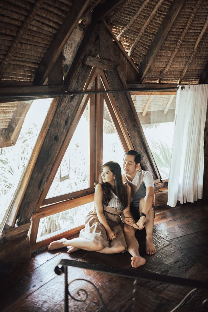 Forest Picnic Prewedding of Janissa & Kresna by fire, wood & earth - 009
