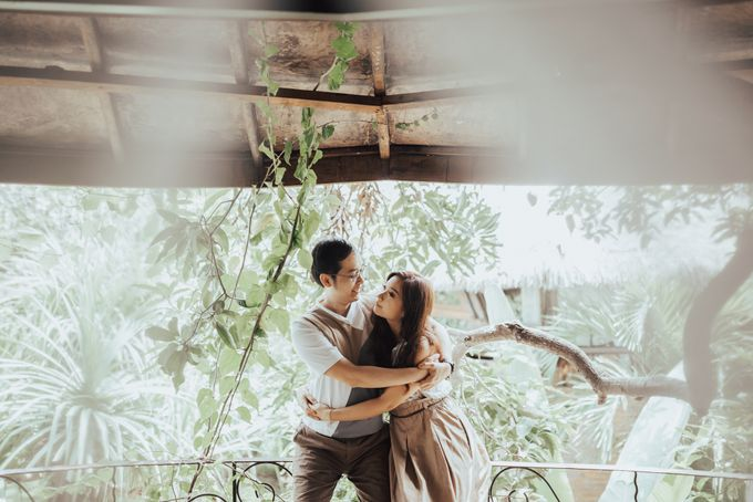 Forest Picnic Prewedding of Janissa & Kresna by fire, wood & earth - 015