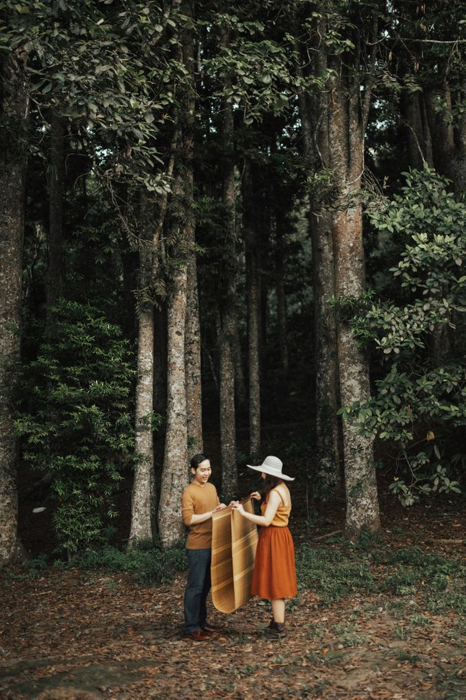 Forest Picnic Prewedding of Janissa & Kresna by fire, wood & earth - 021