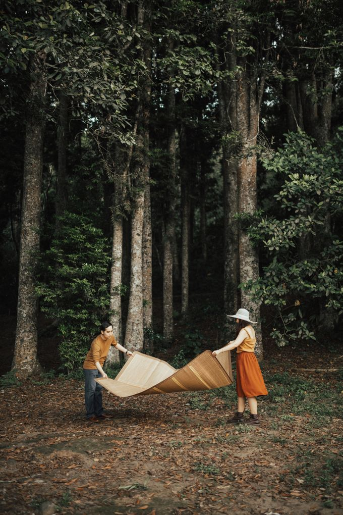 Forest Picnic Prewedding of Janissa & Kresna by fire, wood & earth - 022