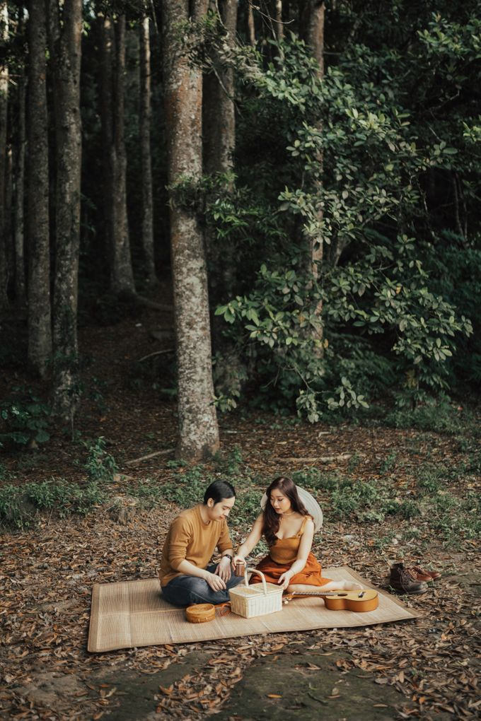 Forest Picnic Prewedding of Janissa & Kresna by fire, wood & earth - 023