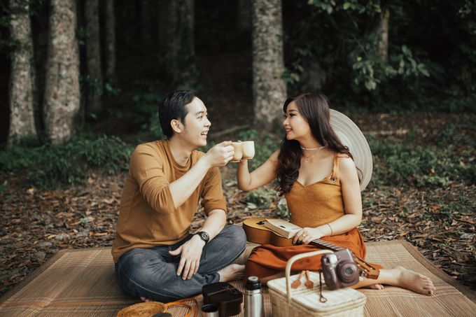 Forest Picnic Prewedding of Janissa & Kresna by fire, wood & earth - 025