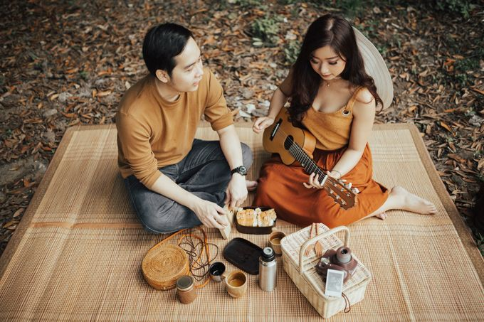 Forest Picnic Prewedding of Janissa & Kresna by fire, wood & earth - 027