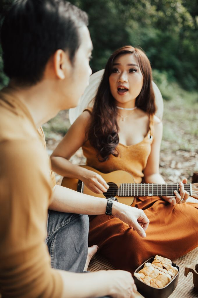 Forest Picnic Prewedding of Janissa & Kresna by fire, wood & earth - 028