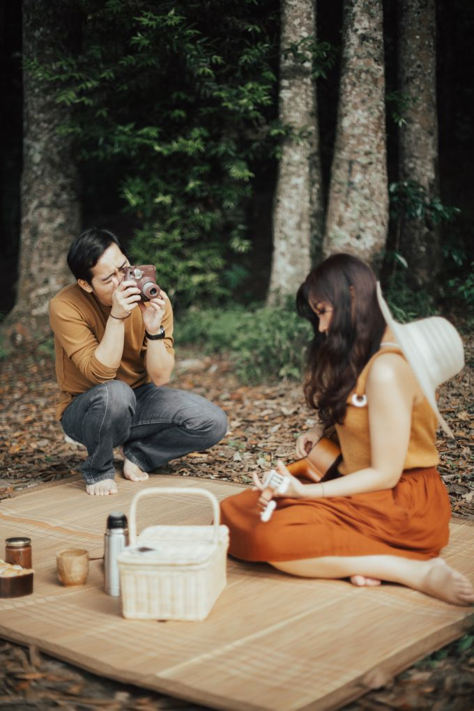 Forest Picnic Prewedding of Janissa & Kresna by fire, wood & earth - 030