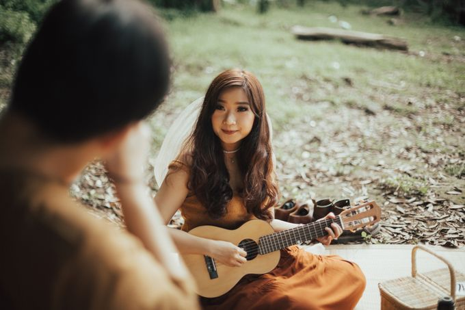 Forest Picnic Prewedding of Janissa & Kresna by fire, wood & earth - 031