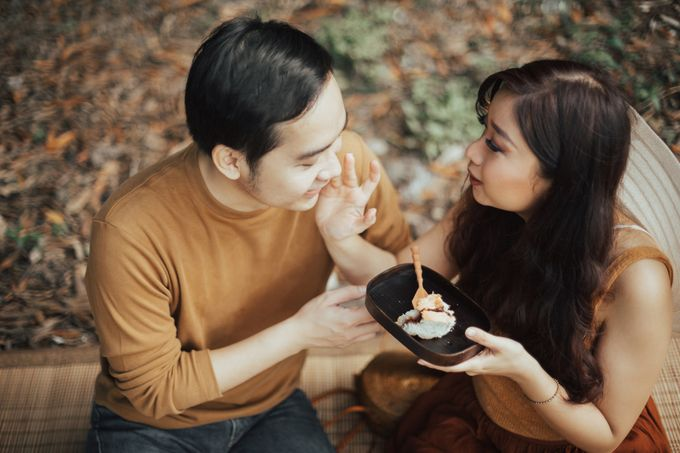 Forest Picnic Prewedding of Janissa & Kresna by fire, wood & earth - 032