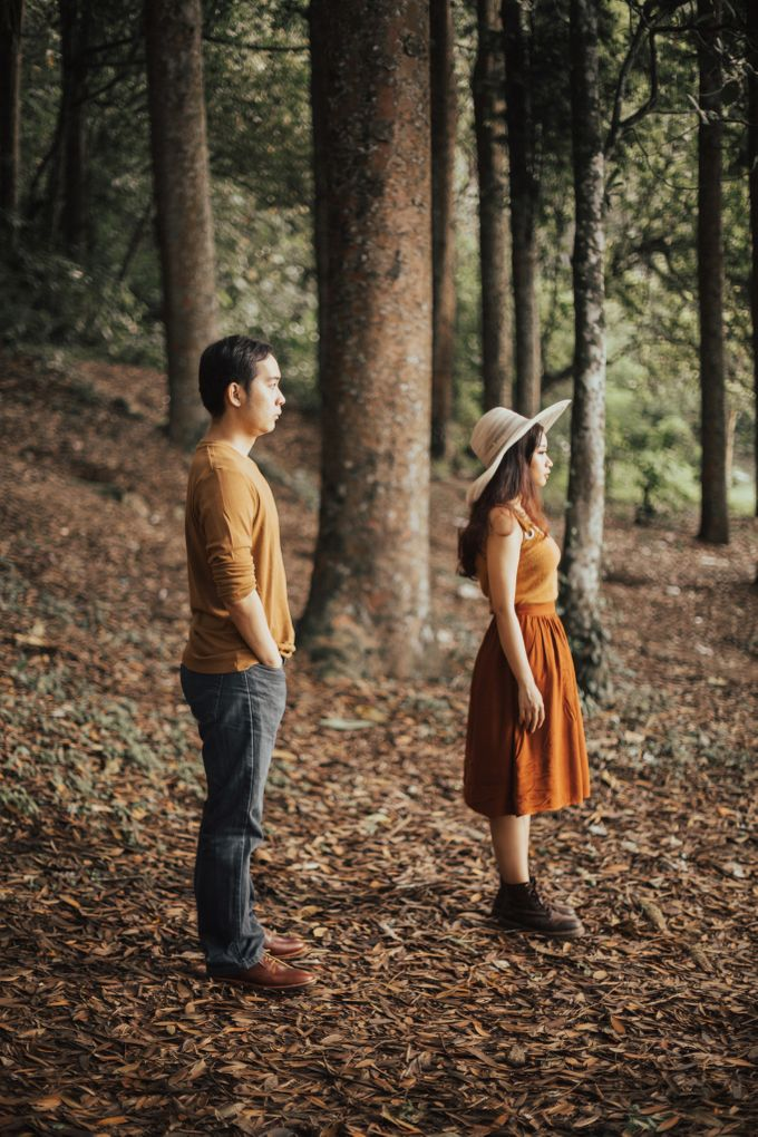 Forest Picnic Prewedding of Janissa & Kresna by fire, wood & earth - 033