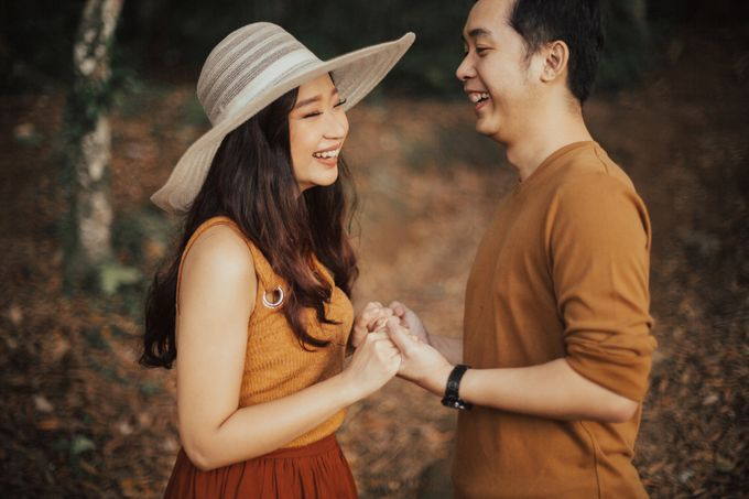 Forest Picnic Prewedding of Janissa & Kresna by fire, wood & earth - 034