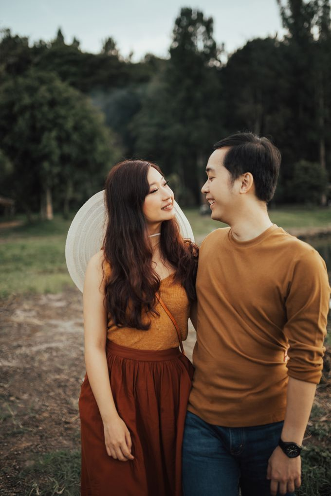Forest Picnic Prewedding of Janissa & Kresna by fire, wood & earth - 040